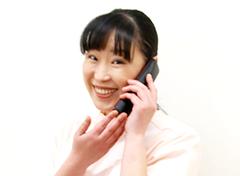 所沢市 狭山ヶ丘バランス整骨院の電話で受付している様子